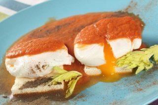 Поширани яйца в доматен сос