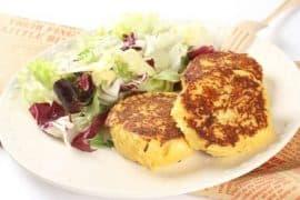 Картофени рьощи със свежа салата
