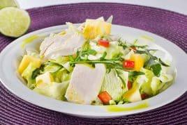 Пилешка салата с манго
