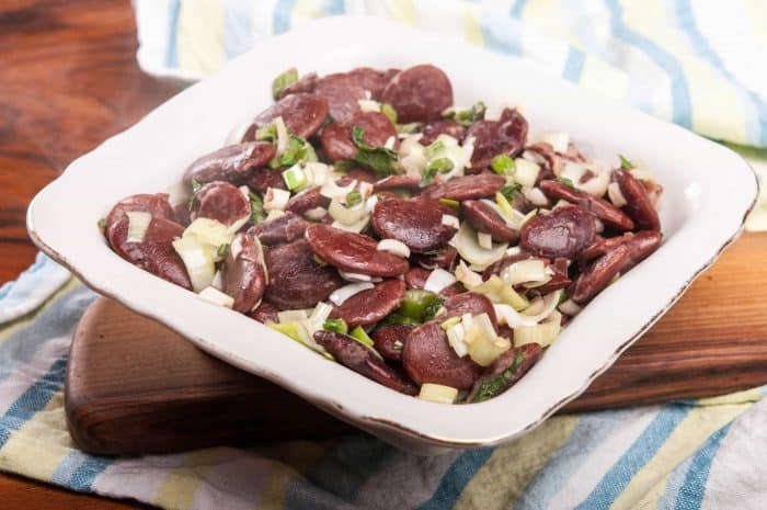 Класическа бобена салата с лук