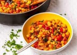 Яхния от нахут със зеленчуци