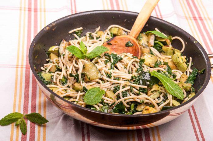 Спагети с тиквички и спанак